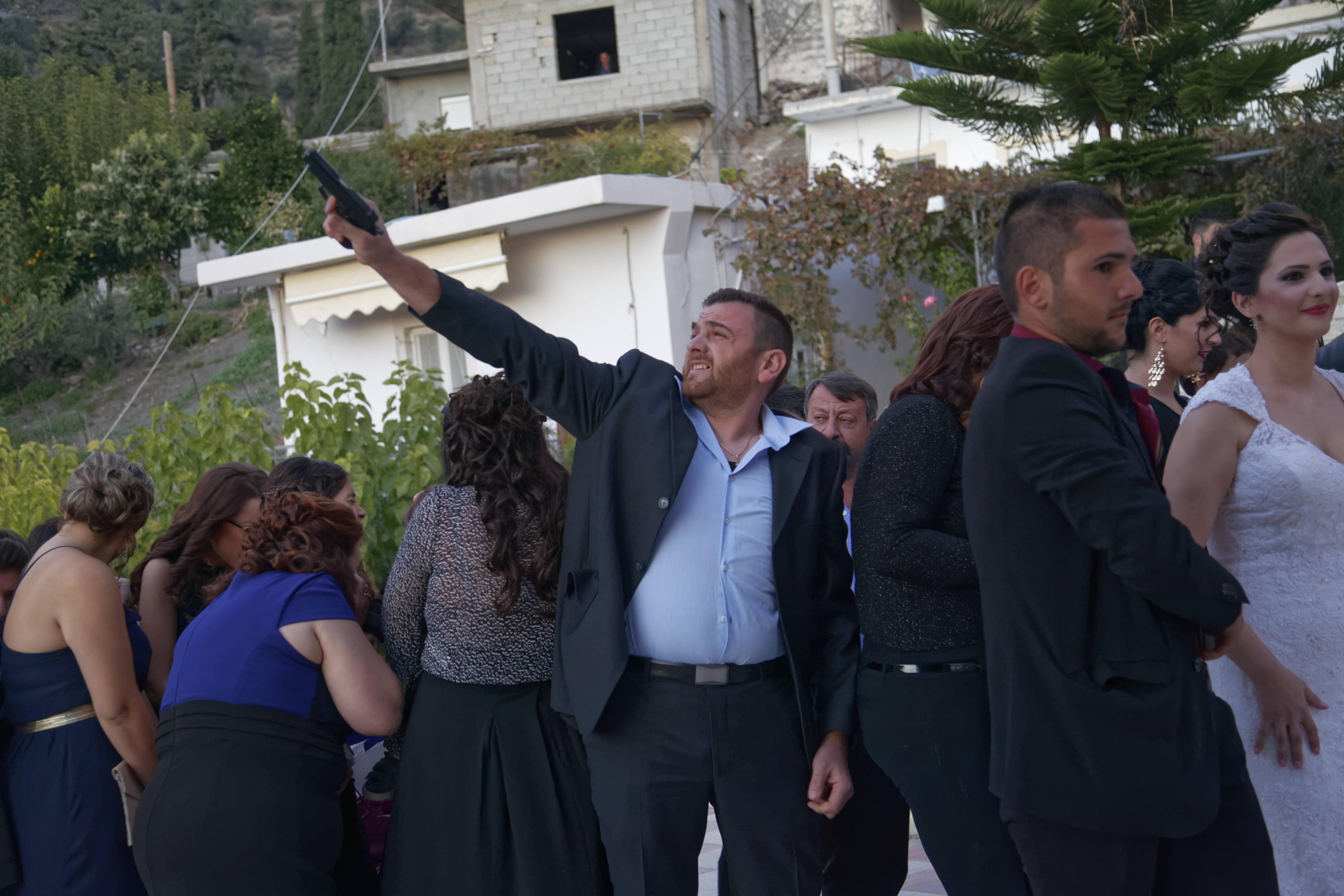 Scharfe Waffen bei Hochzeiten auf Kreta